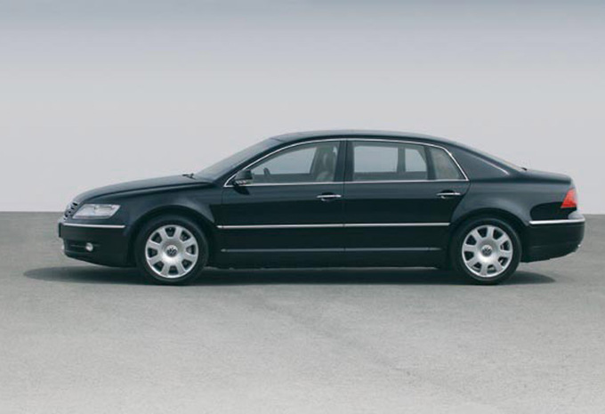 Volkswagen Phaeton 6.0 2003 photo - 9