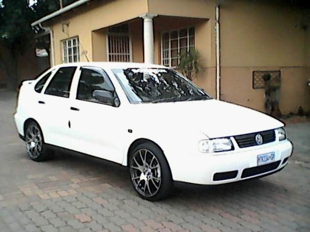 Volkswagen Polo 1.6 2001 photo - 12