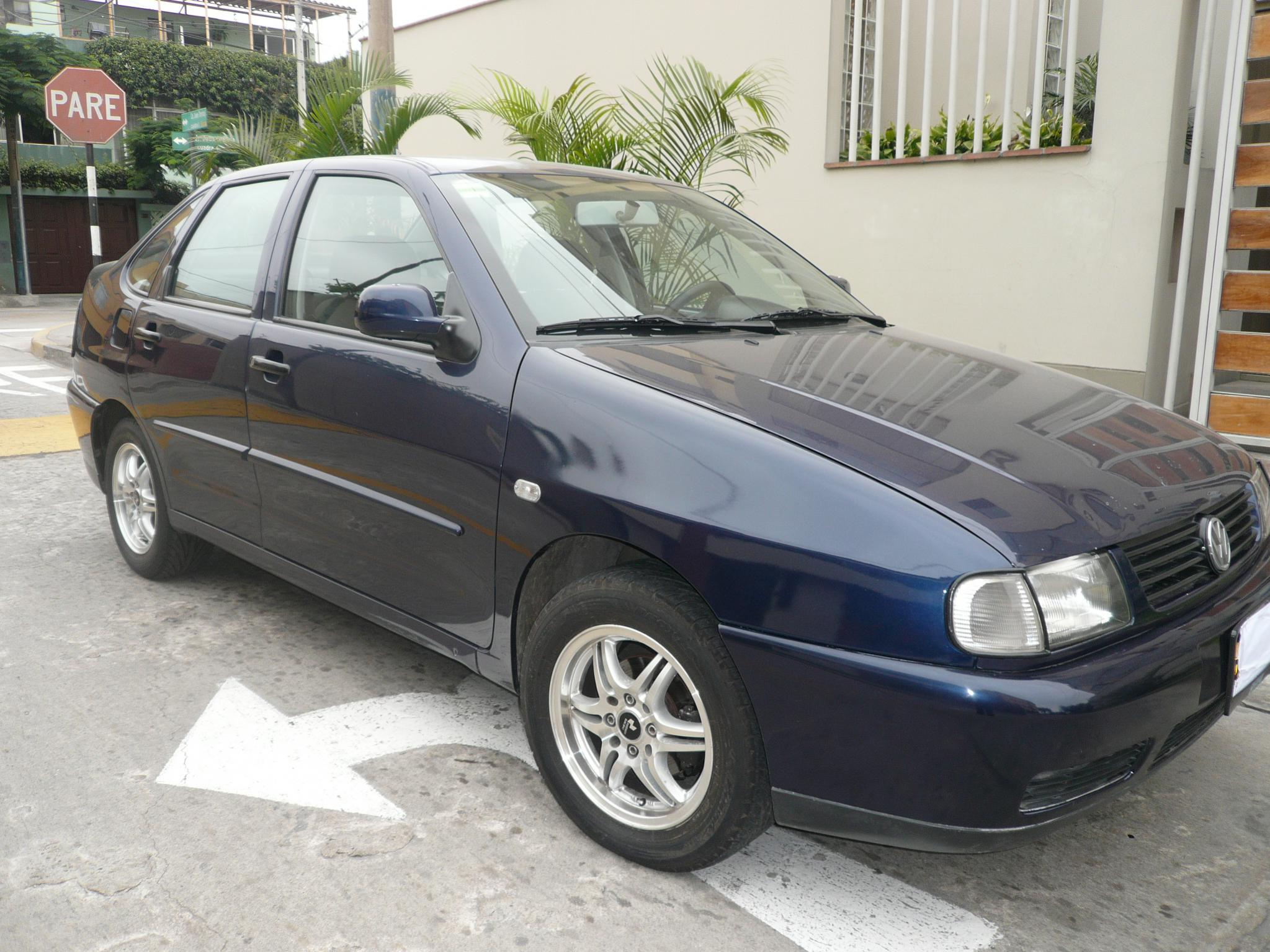 Volkswagen Polo 1.6 2001 photo - 3