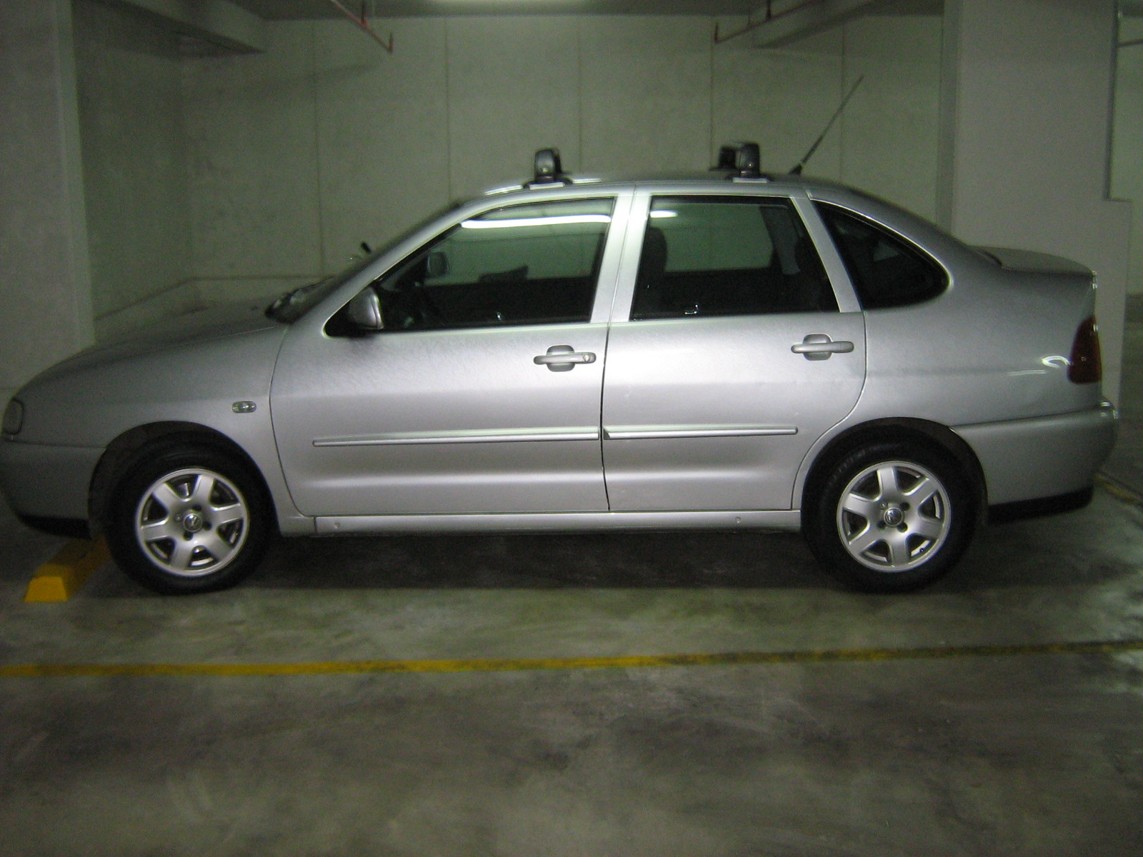 Volkswagen Polo 1.6 2001 photo - 9