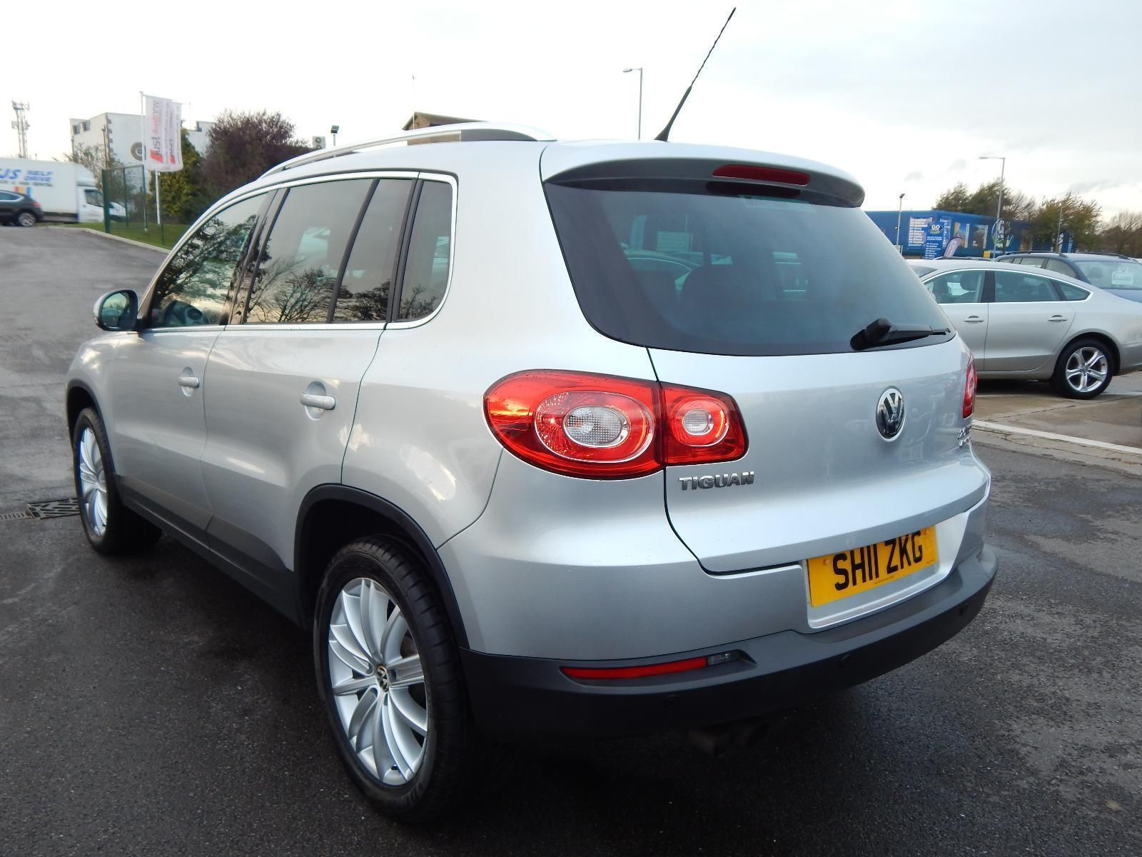 Volkswagen Tiguan 2.0 2011 photo - 12